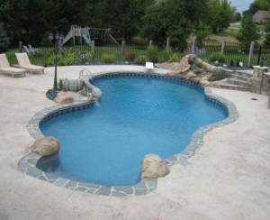 Vinyl Liner Pool with Waterfall Saline MI by Legendary Escapes Pools (12)