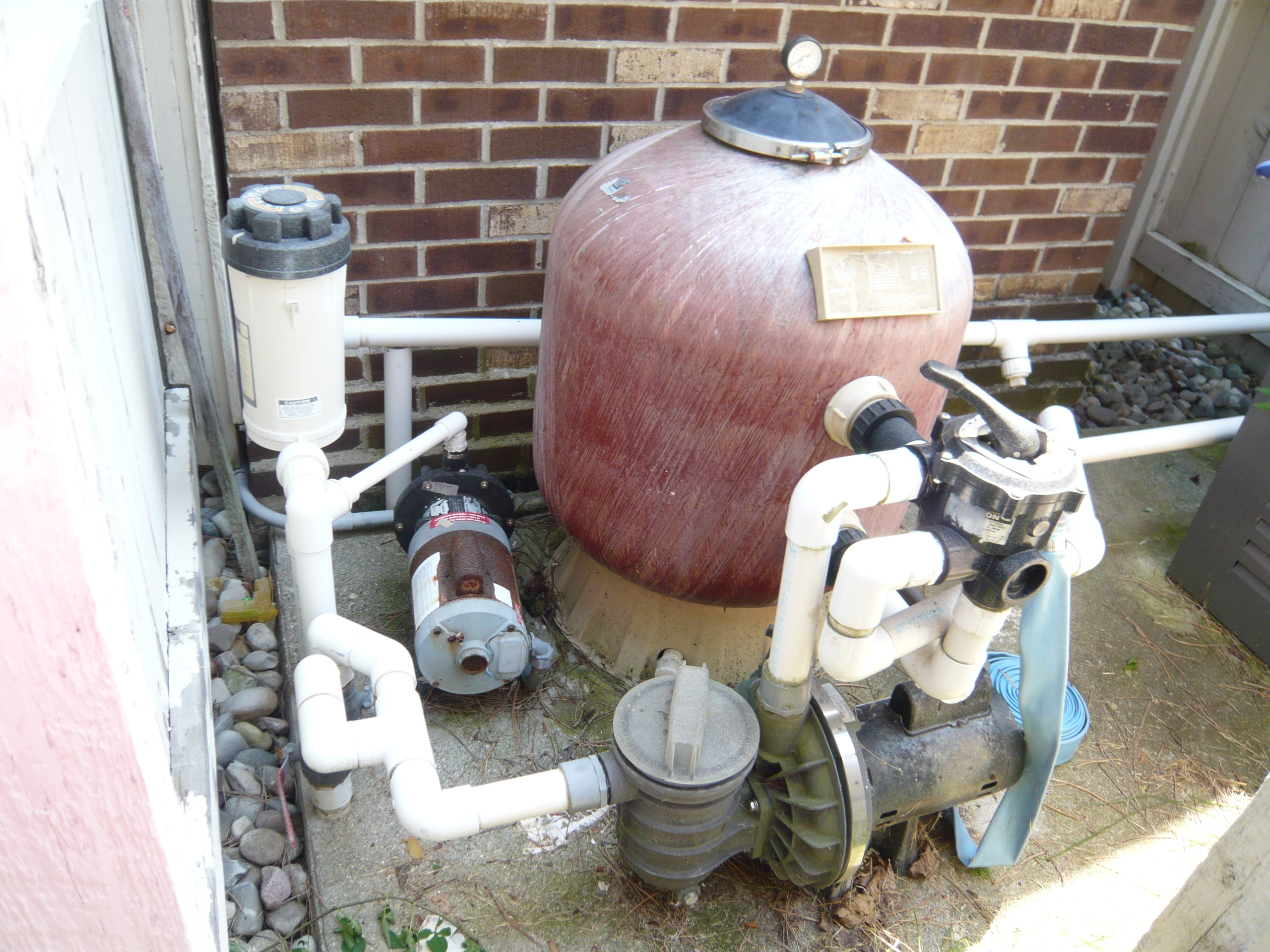 System With A Sidemount Multiport Valve And A Sand Filter