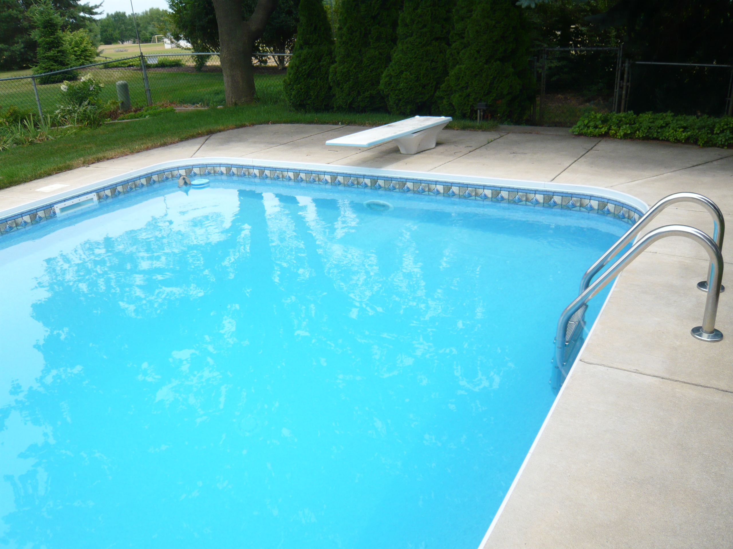 Traditional pool patio for Concrete swimming pool